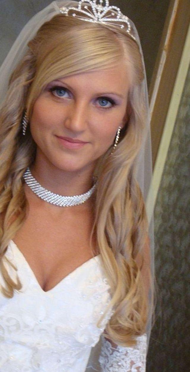 Phenomenal Wedding Hairstyle With Tiara Short Hairstyles Gunalazisus