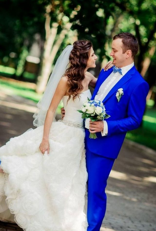 wedding suits for groom and groomsmen