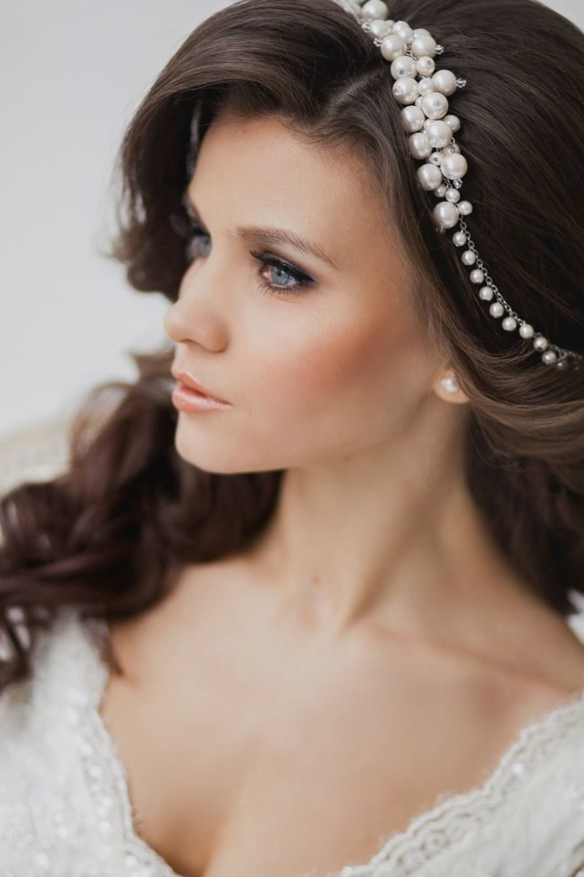 wedding updos for medium hair with bangs