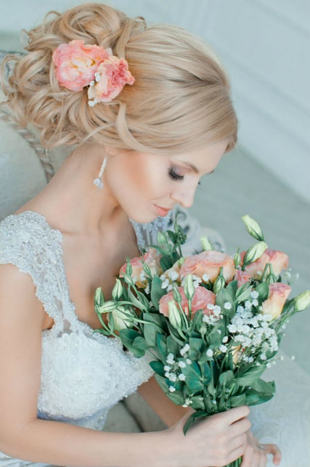 wedding updos for medium hair with flower