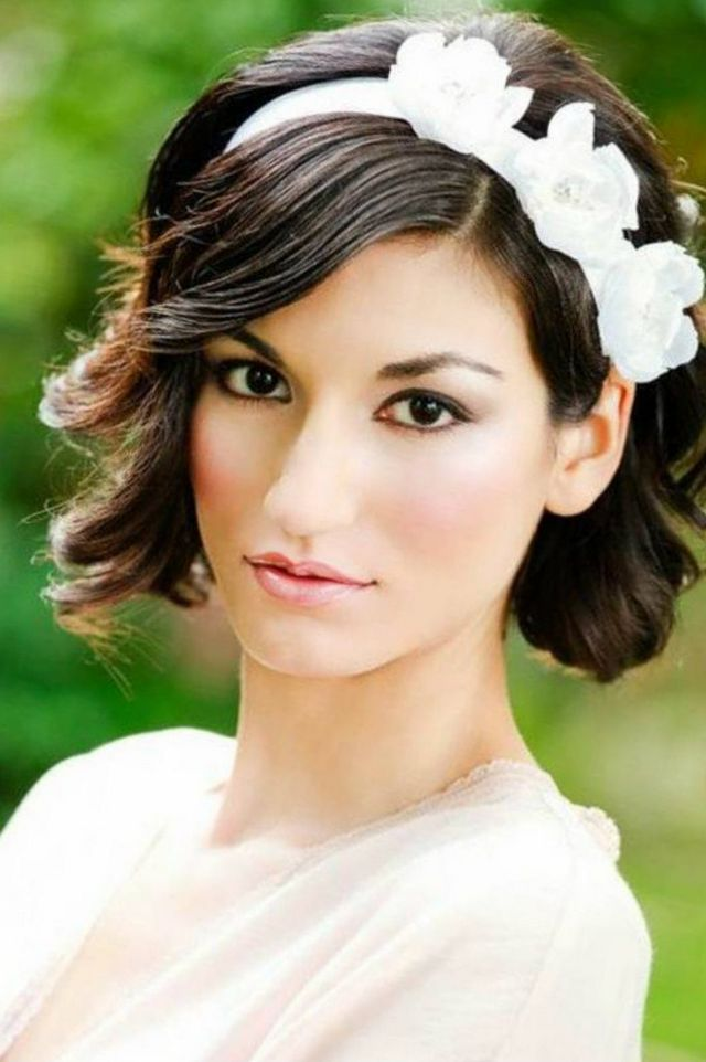 wedding updos for short hair with tiara