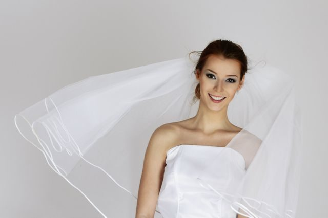 wedding updos for short hair with veil