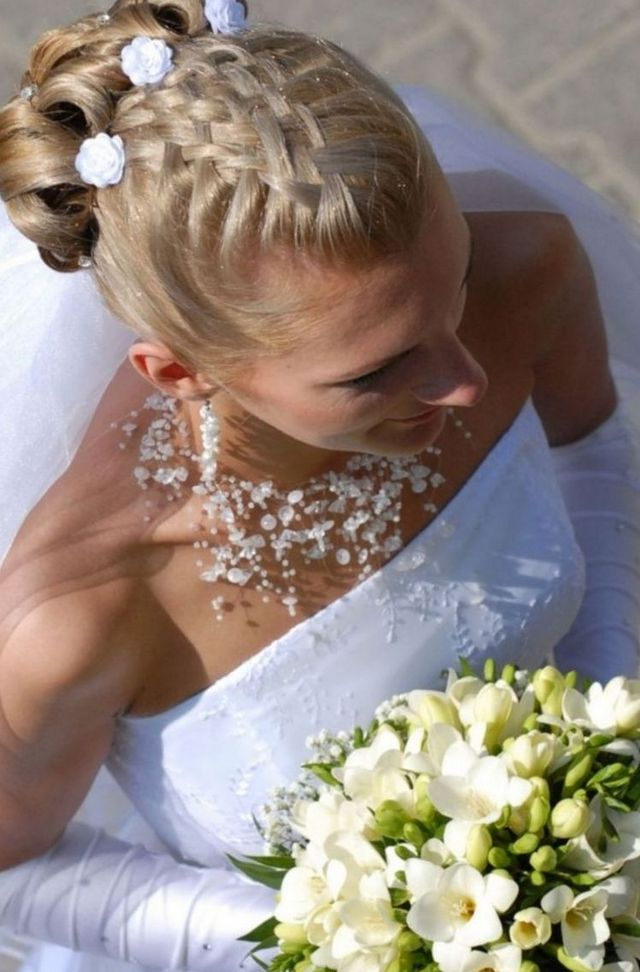 wedding updos with long veil without tiara