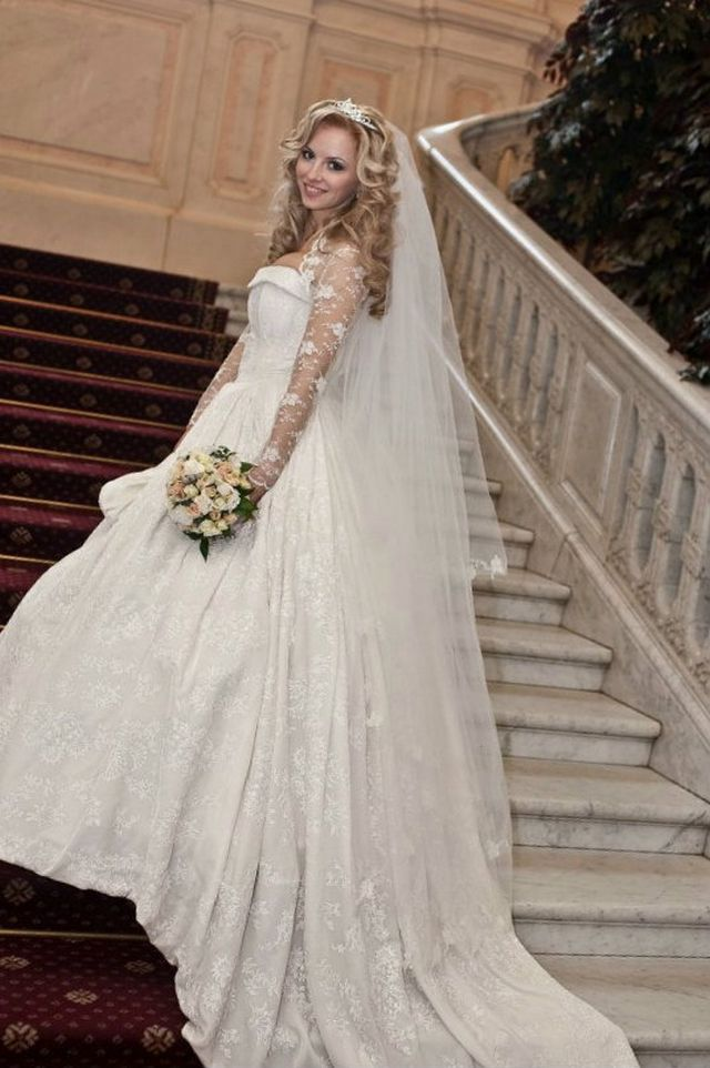 white wedding dresses with long trains